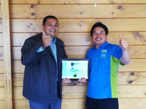 Jande Fuertes Ganas receives his award from Nivitesh Kumar, CrestClean's Waikato Regional Manager.